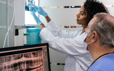 Dentista Especialista em Implantes explica as principais diferenças da Prótese Dentária Fixa e Móvel – Manaus – Clínica Odontológica